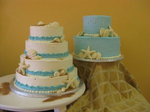 Photo of beach themed wedding mini cakes from Sweet Disposition.