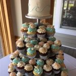 blue and white frosting cupcakes